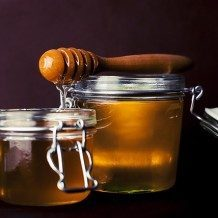 honey in glass jar to help rosacea