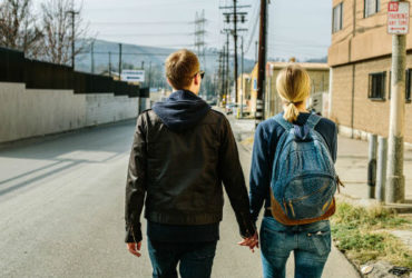 couple-holding-hands-city-370x250.jpg