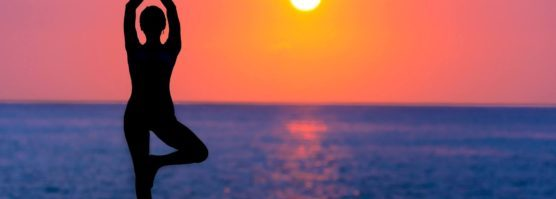 backlit-beach-dawn-dusk-588561-556x199.jpg